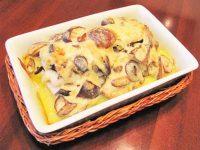 Сом с грибами под сметанным соусом